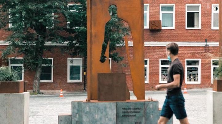 0 - Памятник курьеру